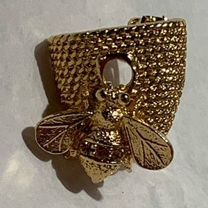 Gold Tone Bee Hive Brooch Pin Honeycomb Bumblebee